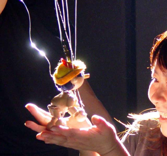 子どもの感性を高め 好奇心をひきだす「人形ボードヴィル」